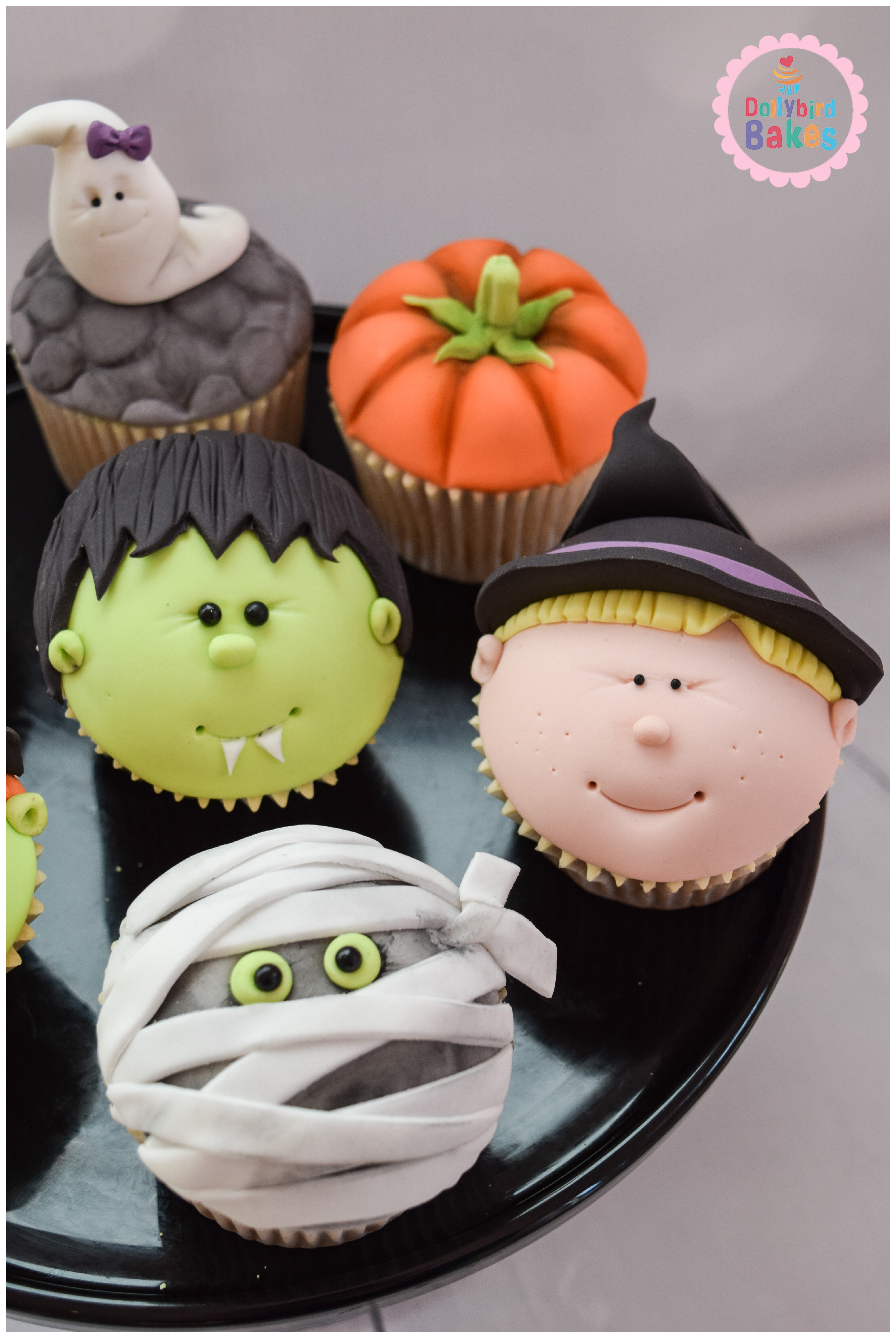 These cupcakes are by Hayley from Dollybird Bakes who was originally Cabin Crew and then moved well and truly into the cake world! These cupcakes are just lovey and perfect for Halloween. They are so simple, yet really effective and would look perfect on any Halloween cake display table.