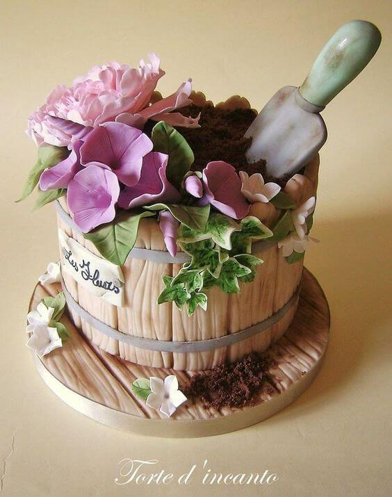This gardening cake is from Torte d'incanto. Another great use for your edible soil. It looks really effective on this gardening cake complete with sugar flowers and even trowel! This would be great for any green fingered friends.