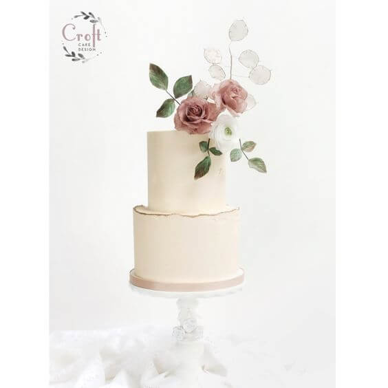 One from Louisa Rogers at Croft Cake Design. Louisa grew up on a farm and now makes beautiful cakes after becoming a full time mother. This one has a wonderfully simple but really effective blousy style wafer paper flower. The gold accented bottom tier makes for a beautiful cake, perfect for a wedding or special birthday.
